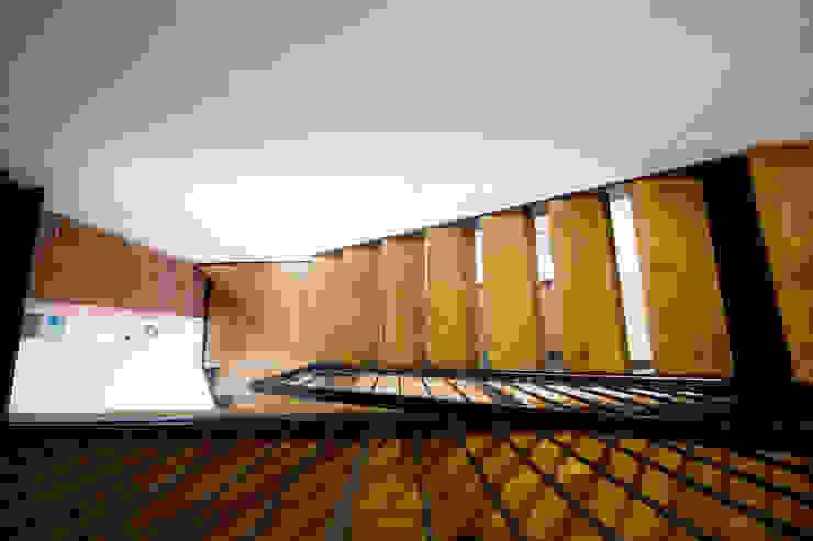 Pasillos y hall de entrada de estilo  por Lascia la Scia S.a.s., Rústico