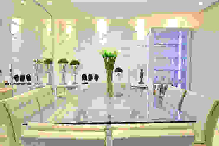 SALA DE JANTAR Salas de jantar modernas por Graça Brenner Arquitetura e Interiores Moderno Vidro
