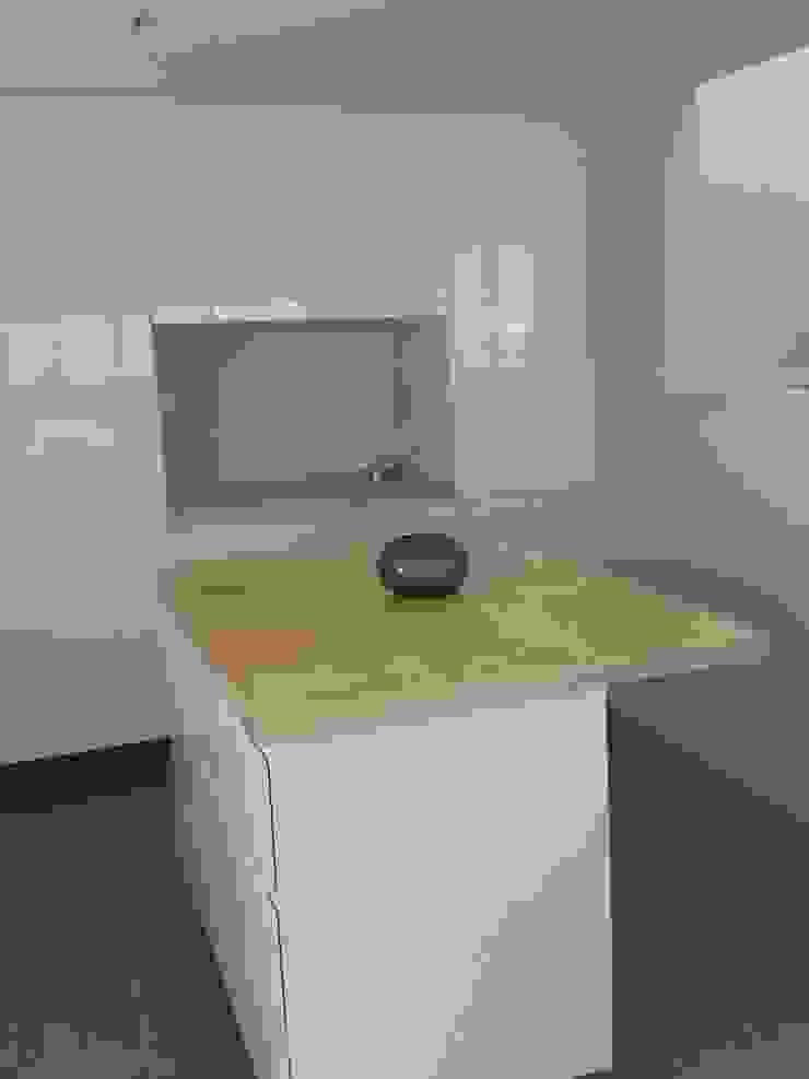 Isla cocina Cocinas minimalistas de Vila Suárez Minimalista Madera Acabado en madera