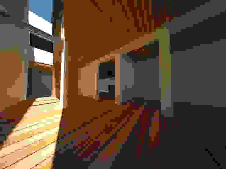 Casa Jara-Andrade, Iquique… Tramas, vacío y luz. Livings de estilo moderno de Toledo estudio Arquitectos Moderno