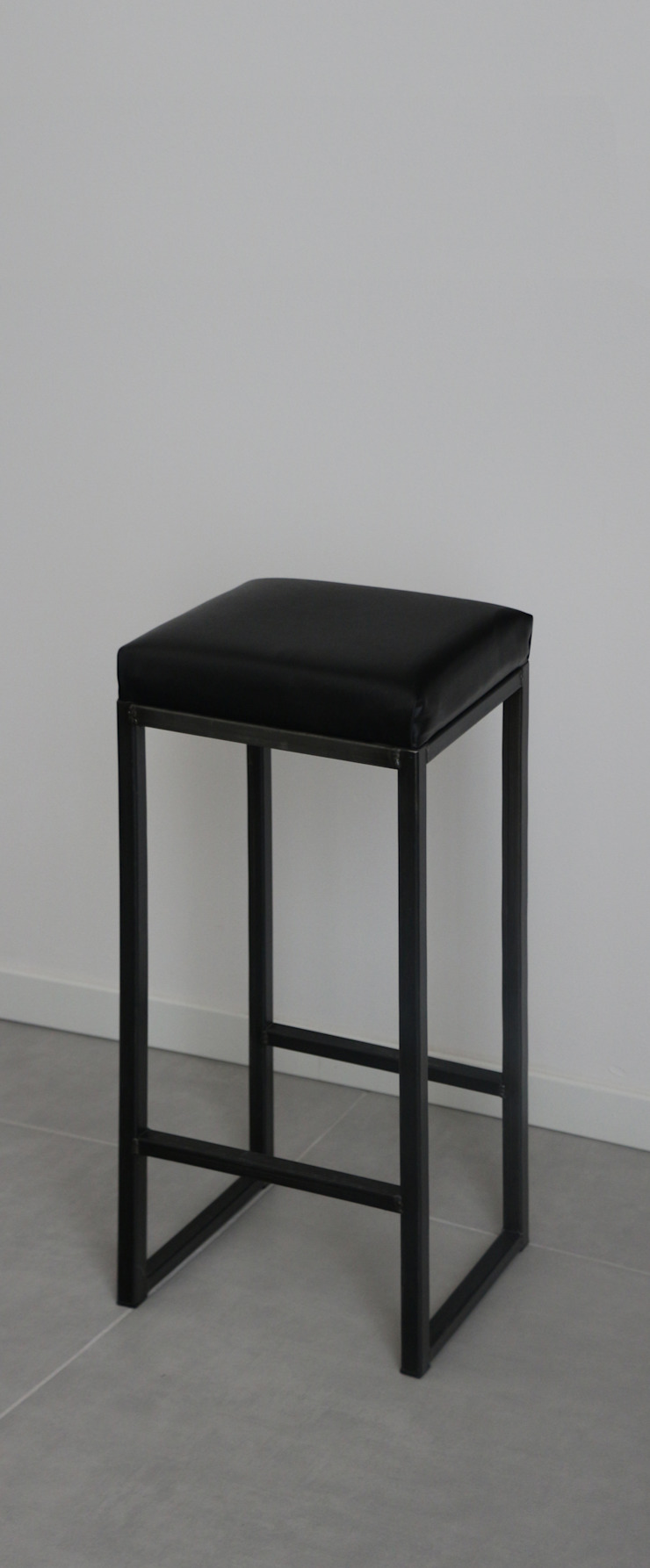 CHIARA MARCHIONNI ARCHITECT Living roomStools & chairs Iron/Steel Black
