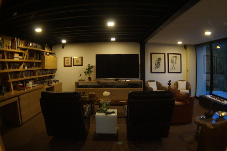 P249_CGD14 Estudios y despachos de estilo moderno de Más Lados Arquitectura Moderno