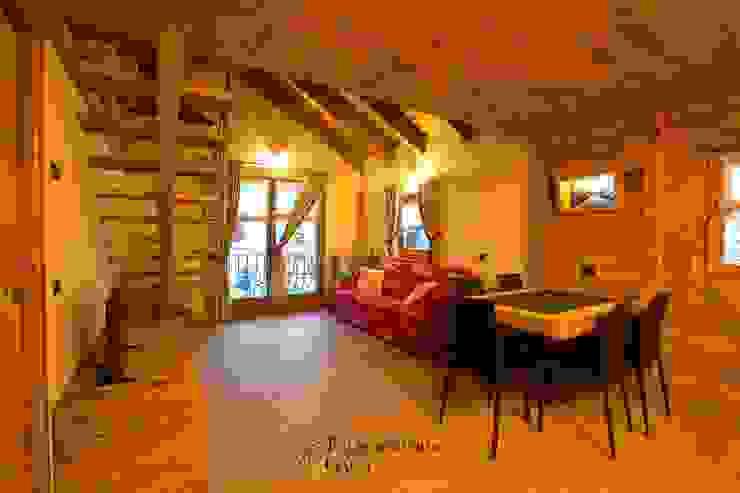 Rustic style dining room by Falegnameria Galli Rustic