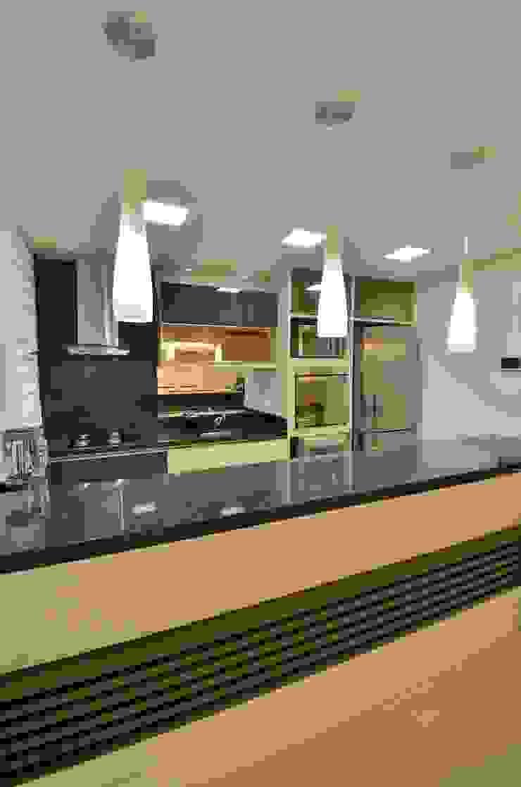 Graça Brenner Arquitetura e Interiores Modern kitchen MDF Wood effect