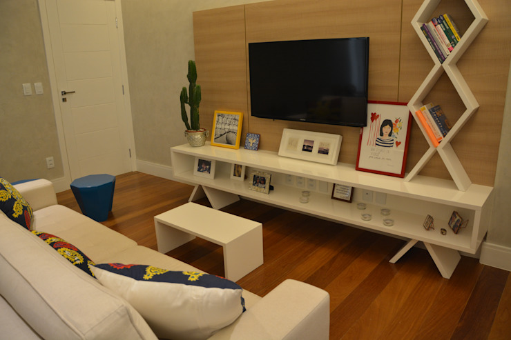 现代客厅設計點子、靈感 & 圖片 根據 arquitetura.ac 現代風