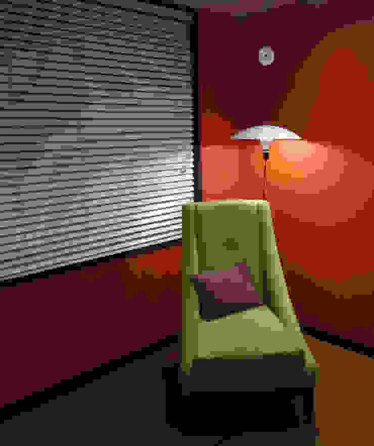 Ciudad Salitre - Detalle de mueble para tv - Omar Plazas Diseño Interior y Decoración. de Omar Interior Designer Empresa de Diseño Interior, remodelacion, Cocinas integrales, Decoración