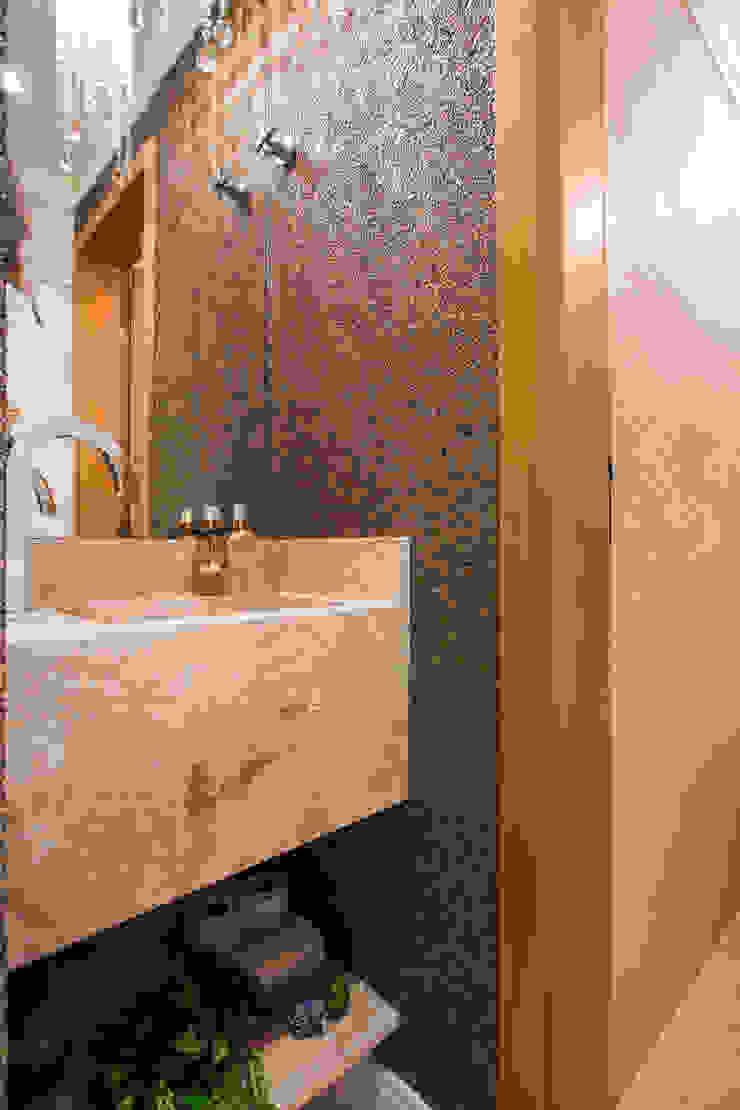 Modern Bathroom by Amanda Pinheiro Design de interiores Modern Marble