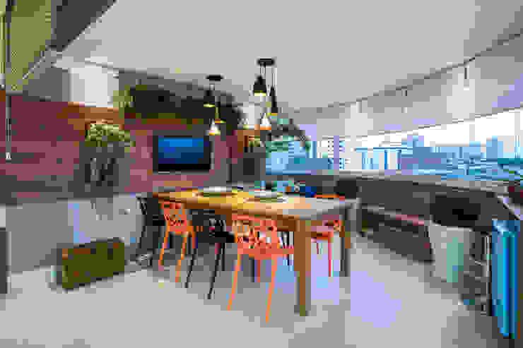 بلكونة أو شرفة تنفيذ Amanda Pinheiro Design de interiores , حداثي خشب Wood effect