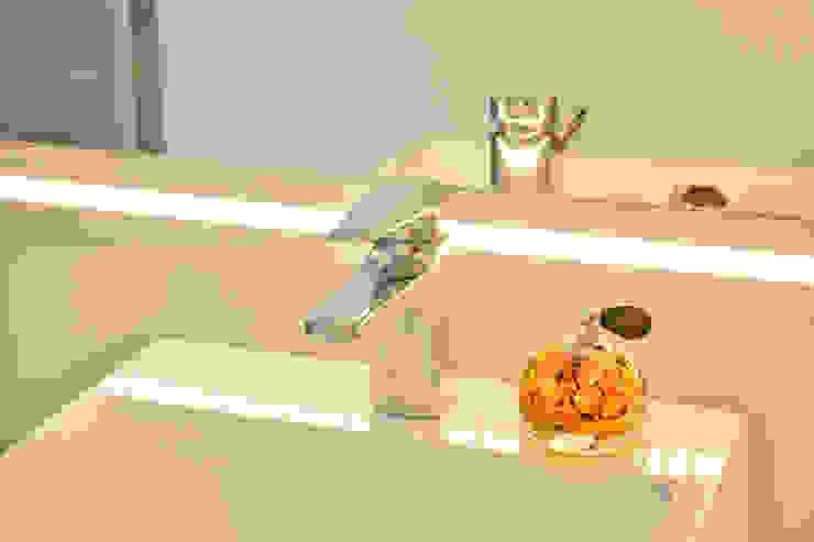Graça Brenner Arquitetura e Interiores Salle de bain minimaliste MDF Blanc