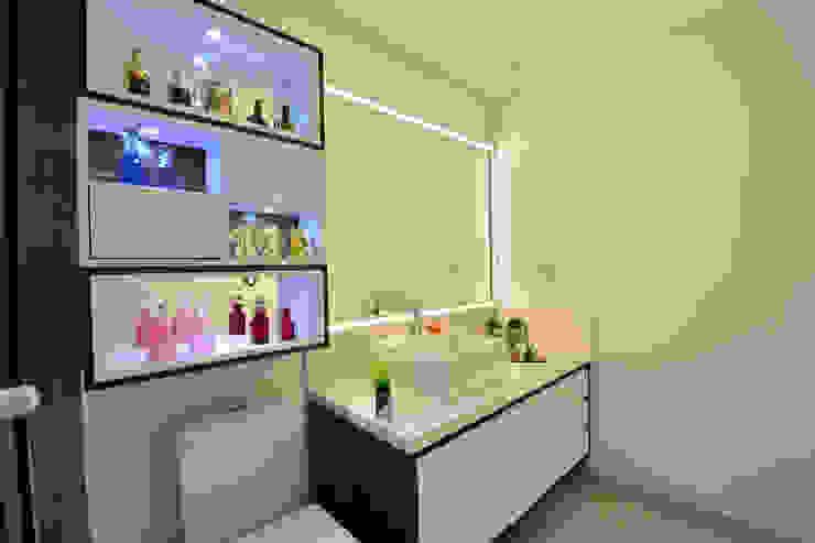Banheiro Graça Brenner Arquitetura e Interiores Casa de banhoArmários MDF Branco