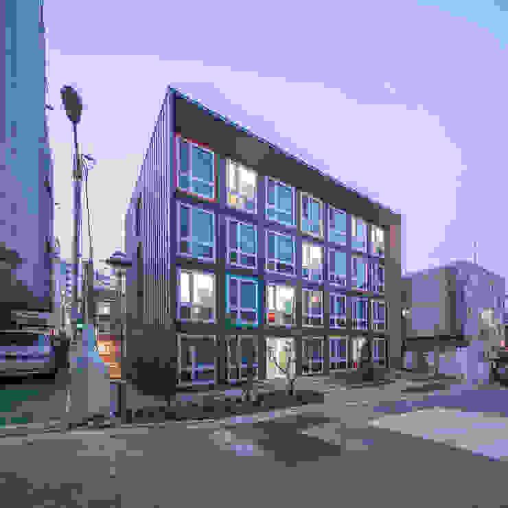 by 큐브디자인 건축사사무소 Modern