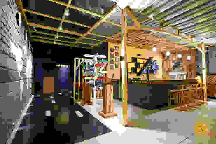 Bares y clubs de estilo moderno de ogling inches design architects Moderno
