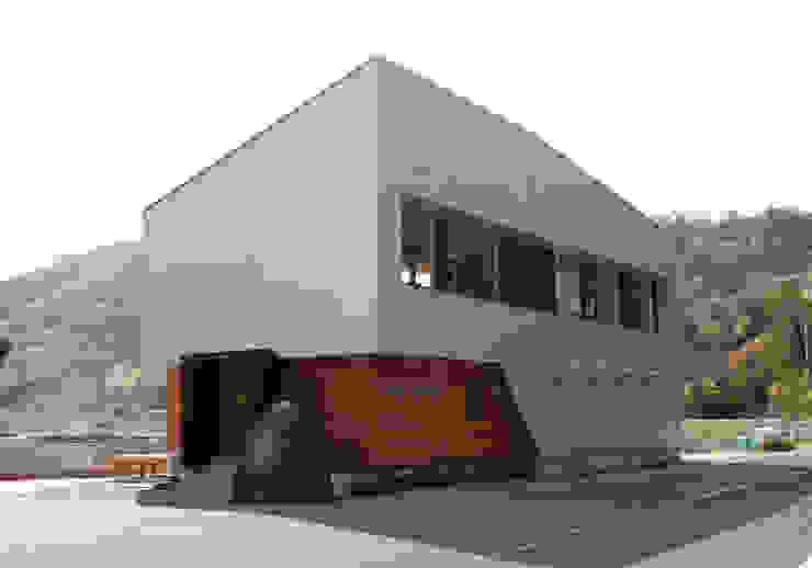 by 株式会社グランデザイン一級建築士事務所 Eclectic Metal