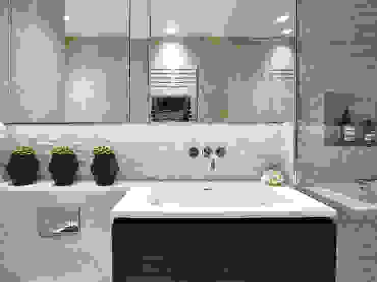 Baños de estilo  por Tailored Living Interiors, Moderno