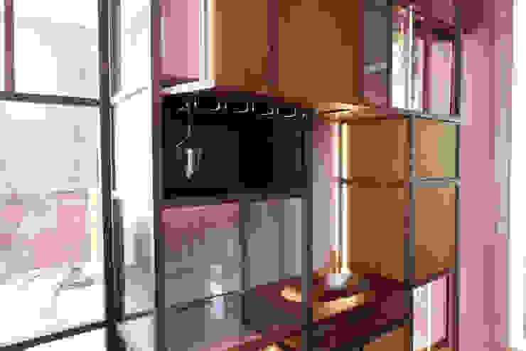Bar-kast avondkamer: modern  door Xylos, Modern Hout Hout