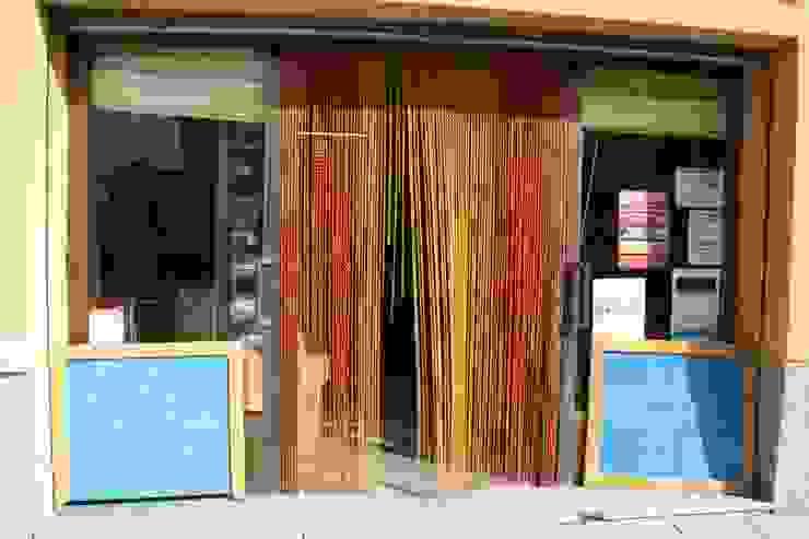 Entrada al local Gastronomía de estilo industrial de IN BIANCO Industrial