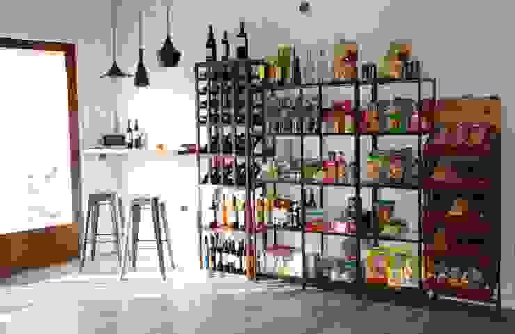 Estanterías expositoras y rincón de vino Gastronomía de estilo industrial de IN BIANCO Industrial