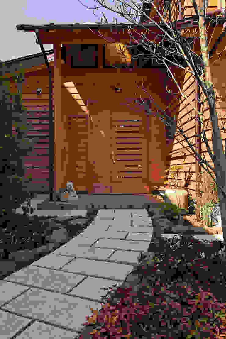 赤羽M邸-玄関アプローチ オリジナルな 家 の アイプランニング オリジナル 石