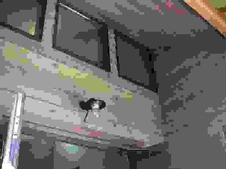 赤羽M邸-玄関ポーチ見上げ オリジナルな 家 の アイプランニング オリジナル 木 木目調