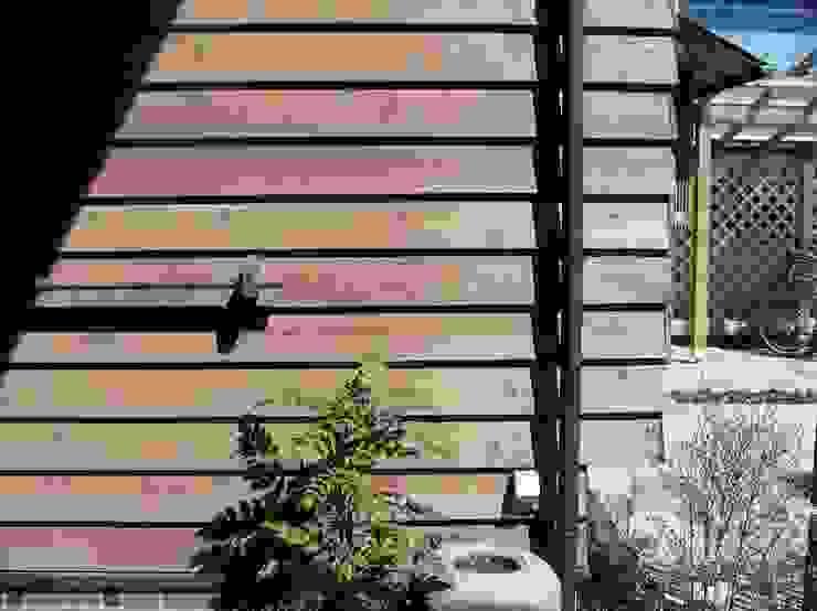 赤羽M邸-玄関脇-雨傘干し兼用手摺 オリジナルな 家 の アイプランニング オリジナル 木 木目調