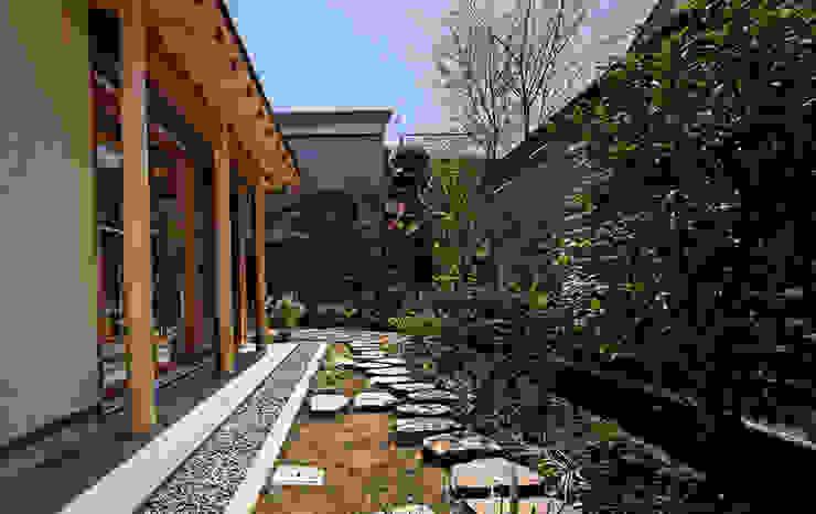 赤羽M邸-奥南庭 オリジナルな 家 の アイプランニング オリジナル 木 木目調