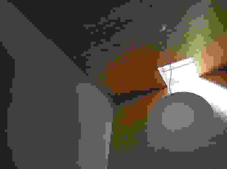 赤羽M邸-玄関ホール見上げ オリジナルな 家 の アイプランニング オリジナル 木 木目調