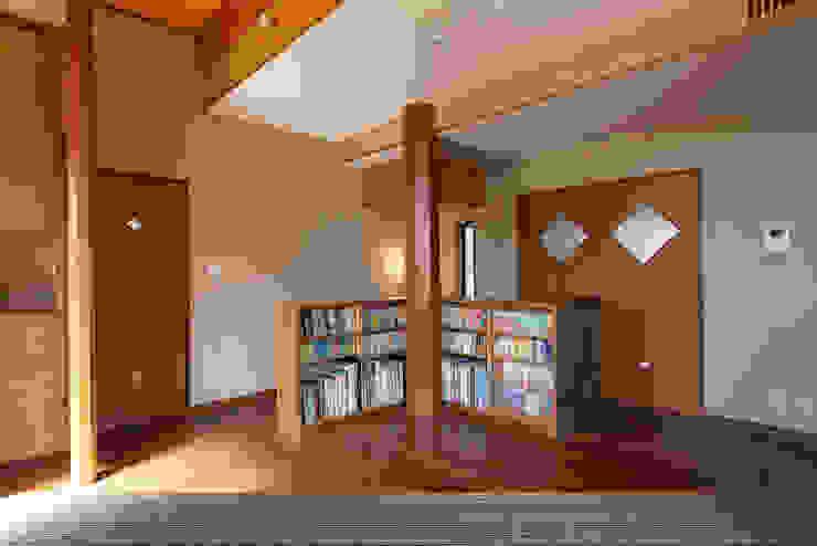 赤羽M邸-2階本棚 オリジナルな 家 の アイプランニング オリジナル 木 木目調