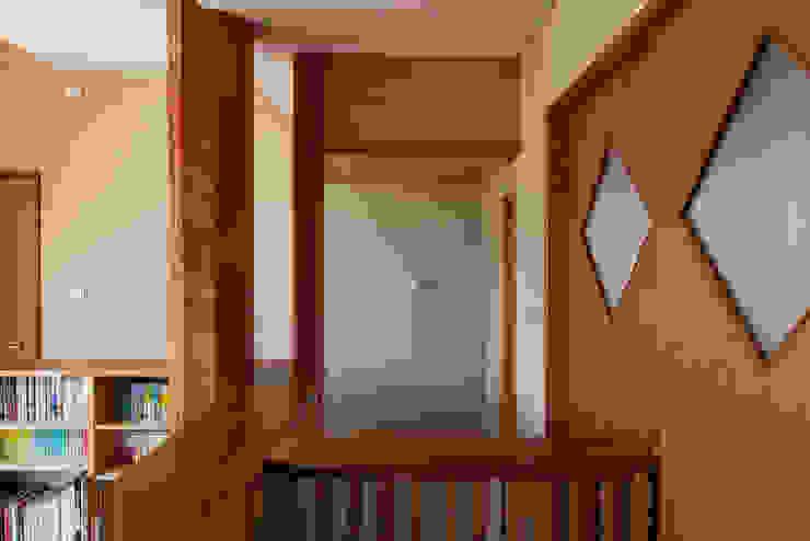 赤羽M邸-2階サブリビング オリジナルな 家 の アイプランニング オリジナル 木 木目調