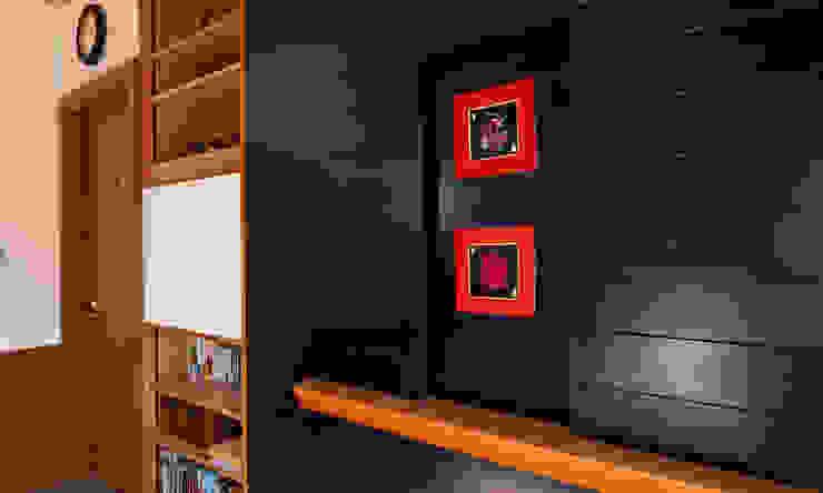 赤羽M邸-2階主寝室 オリジナルな 家 の アイプランニング オリジナル 木 木目調
