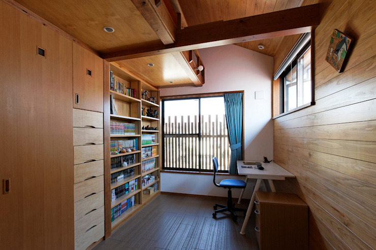 赤羽M邸-2階子供部屋 オリジナルな 家 の アイプランニング オリジナル 木 木目調