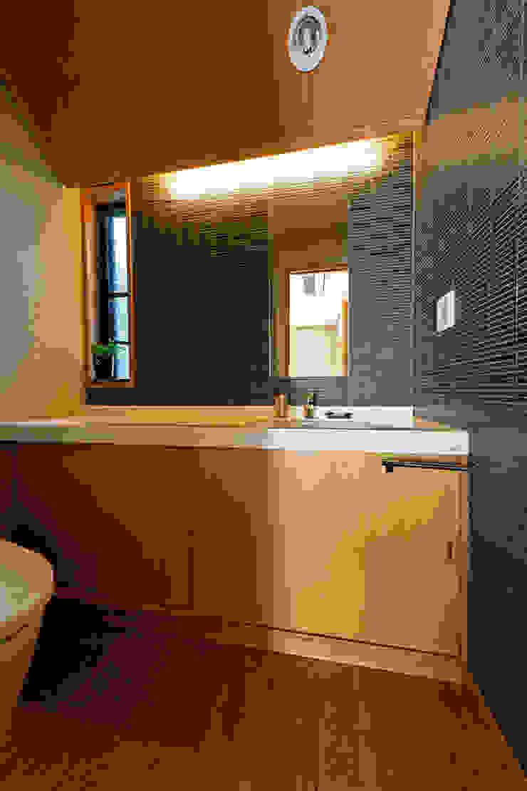赤羽M邸-トイレ オリジナルな 家 の アイプランニング オリジナル 木 木目調