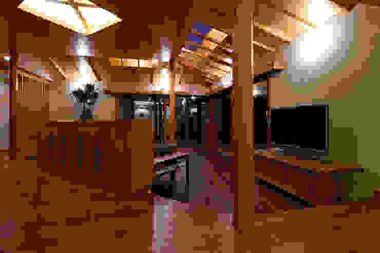 赤羽M邸-リビング夜景 オリジナルな 家 の アイプランニング オリジナル 木 木目調