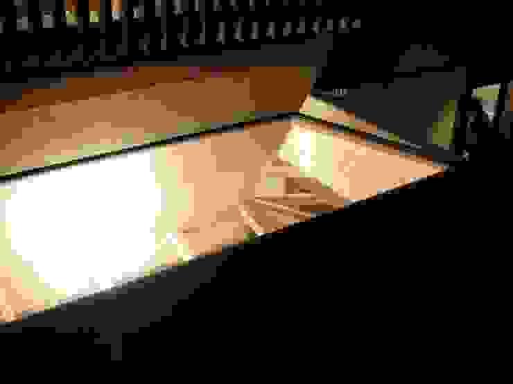 赤羽M邸-トップライト夜景 オリジナルな 家 の アイプランニング オリジナル 木 木目調