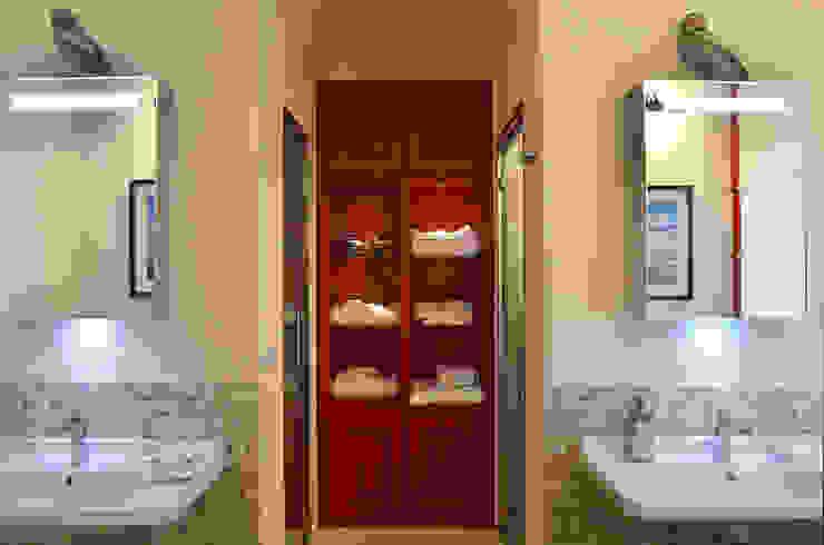 Appartamento in montagna a Megéve Bagno in stile classico di Studio Codebò Vergnano Classico