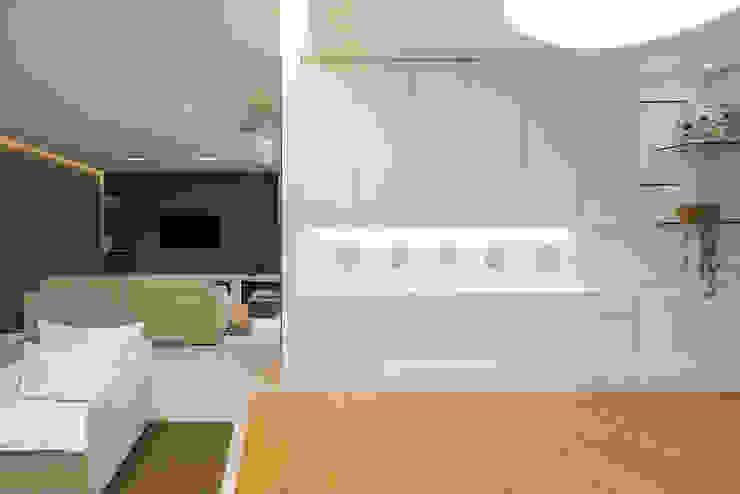 Phòng ăn phong cách tối giản bởi MEIUS ARQUITETURA Tối giản