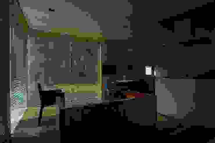 M+2 Architects & Associates Soggiorno moderno Legno Effetto legno