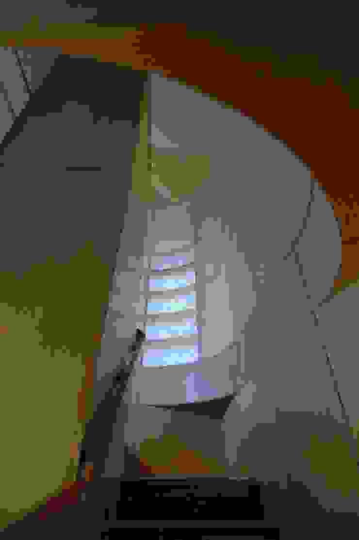 M+2 Architects & Associates Ingresso, Corridoio & Scale in stile moderno Legno Effetto legno