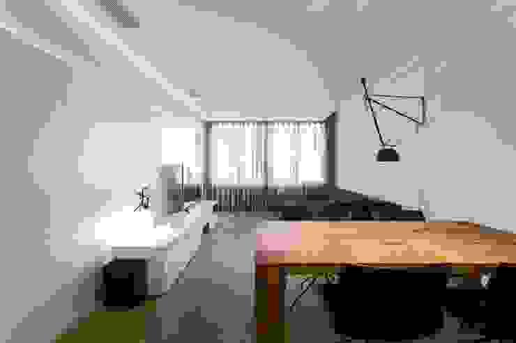 Salones escandinavos de PAULO MARTINS ARQ&DESIGN Escandinavo