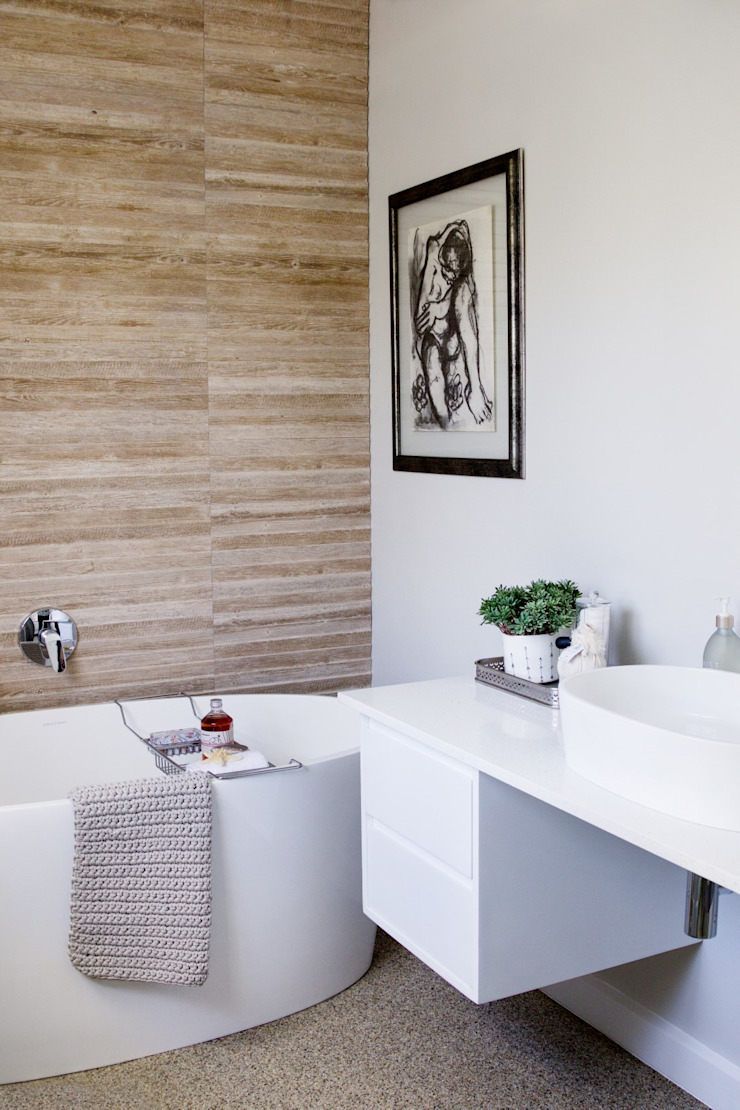 Guest bedroom 1 en-suite Modern bathroom by Salomé Knijnenburg Interiors Modern