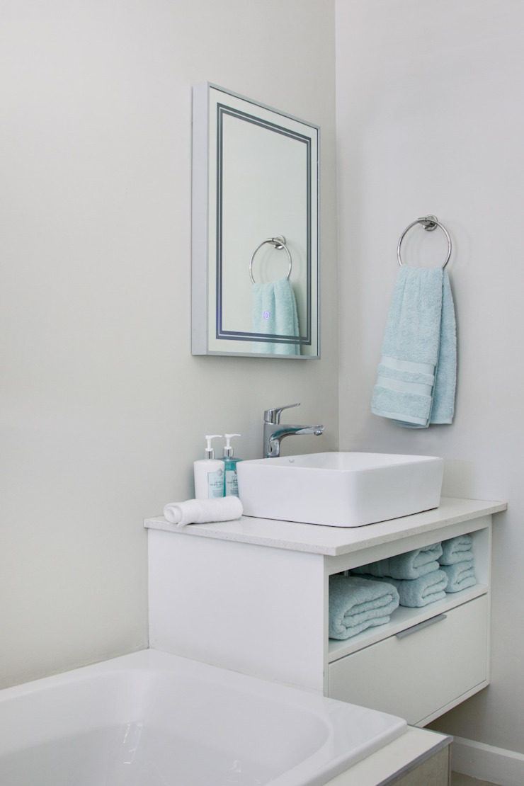 Guest bathroom Modern bathroom by Salomé Knijnenburg Interiors Modern