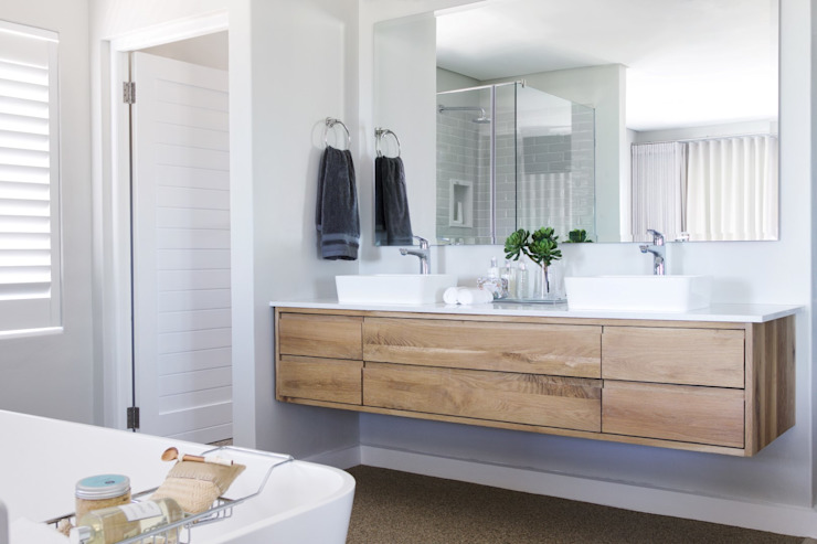 Main en-suite :  Bathroom by Salomé Knijnenburg Interiors,