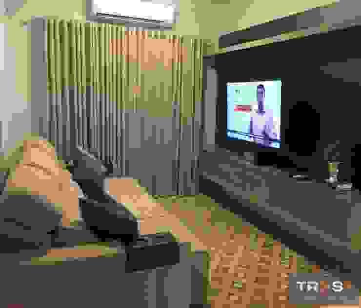 APARTAMENTO IS Salas de estar modernas por TRES MAIS arquitetura Moderno