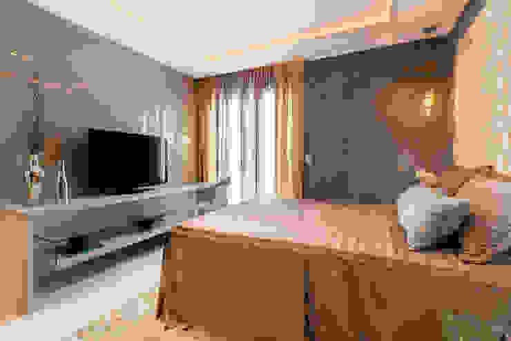 Camera da letto moderna di Lícia Cardoso e Rafaella Resende Moderno