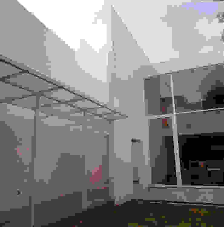 Exterior Jardìn Casas modernas de PI Arquitectos Moderno