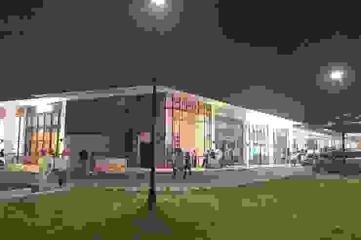 Centro Comercial Plaza del Parque de RCRD Studio Moderno