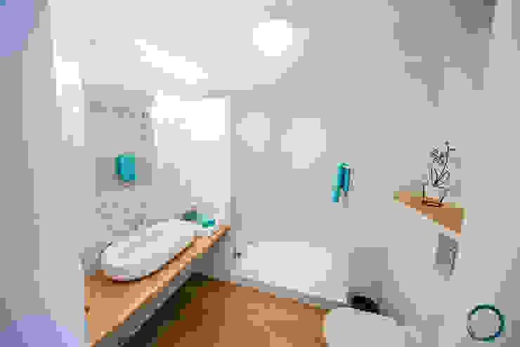 現代浴室設計點子、靈感&圖片 根據 LEMUR Architekci 現代風