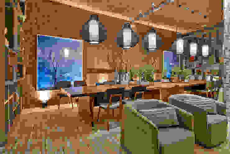 Rustic style dining room by Luciana Savassi Guimarães arquitetura&interiores Rustic