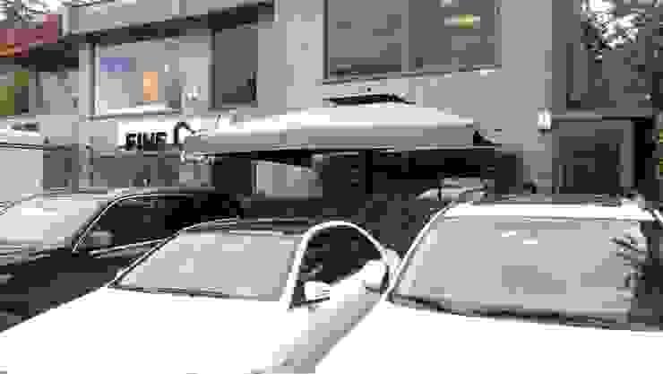 Akaydın şemsiye – müşteri bahçesine şemsiye kurulumu: modern tarz , Modern Ahşap-Plastik Kompozit