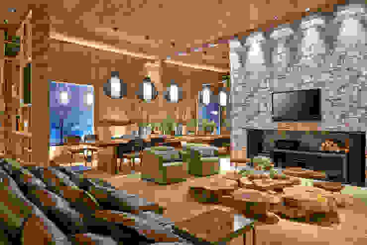 Casa de Fim de Semana Salas multimídia rústicas por Luciana Savassi Guimarães arquitetura&interiores Rústico