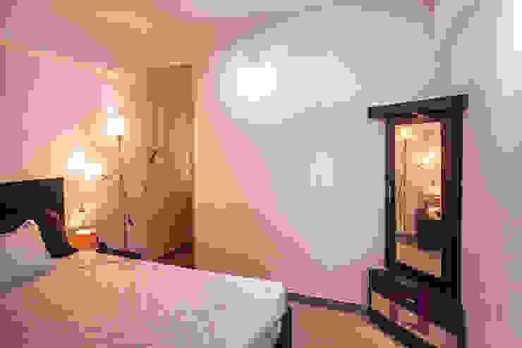 Master Bedroom and Dresser: modern  by Asense,Modern Wood Wood effect